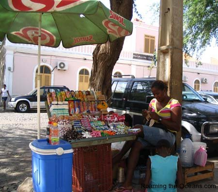 24_Street_Seller_Praia.jpg