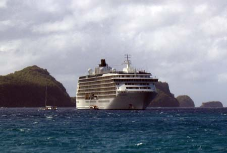23_Bequia_The_World_Liner.jpg