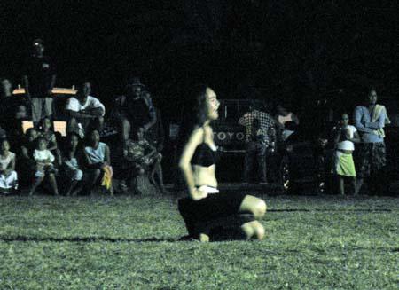 02_Polynesian_Dancing_2.jpg
