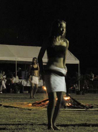 03_Polynesian_Dancing_3.jpg