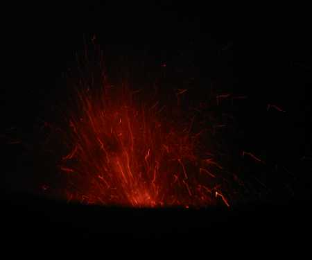 32_eruption_at_night_1