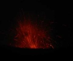 32_eruption_at_night_1