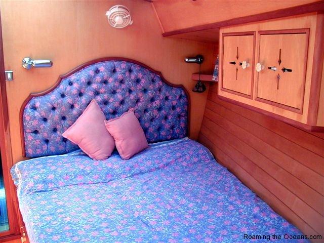 06_Fore_cabin_Port.JPG