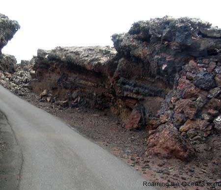 10_Timanfaya_road_1.jpg