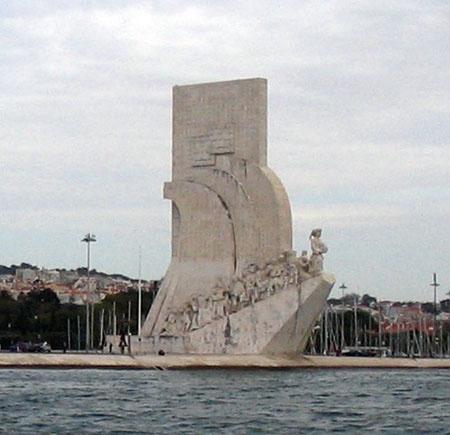 01_Belem_Statue.jpg