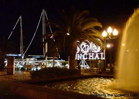 13_Funchal_at_night.jpg